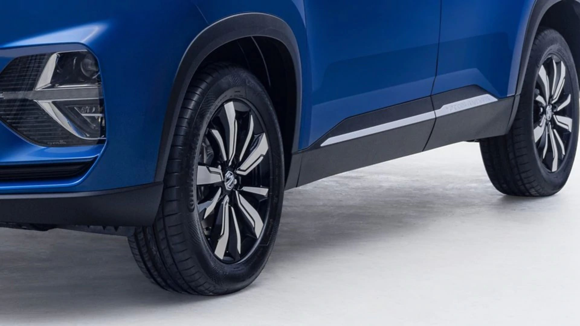 MG Hector Plus 7-Seater Tyres Size Wheels